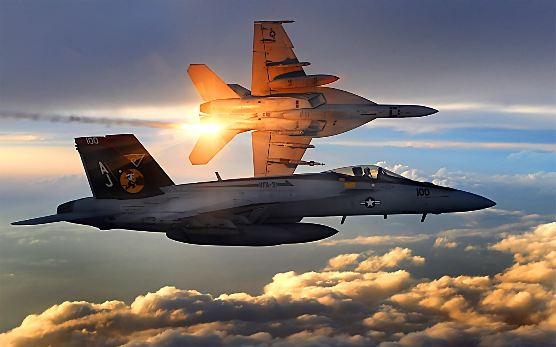 FA-18_Super_Hornet-lancando flare - foto USN