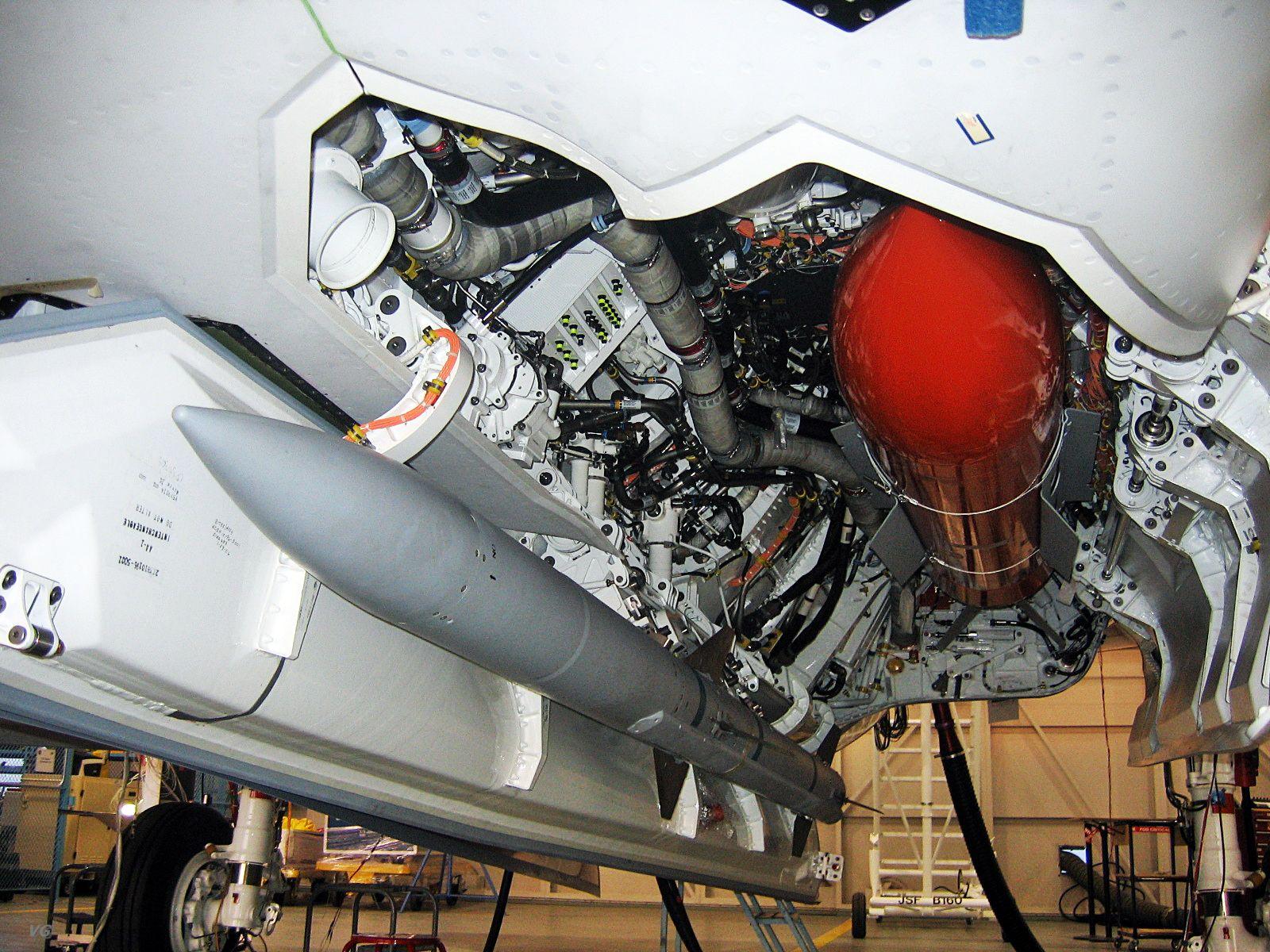 f-35-inside-4