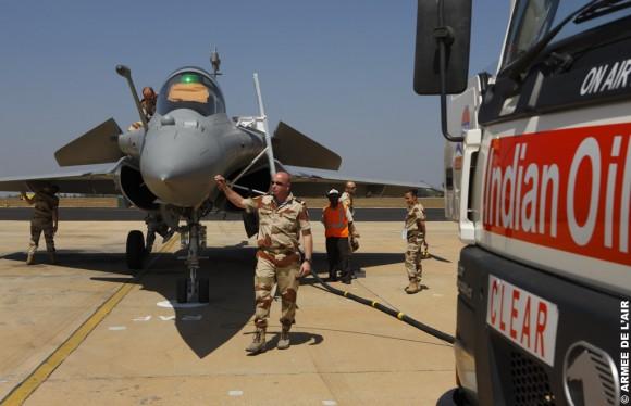 Rafale - trabalho da equipe de apoio no Aero India 2011 - foto 2 Armee de lair