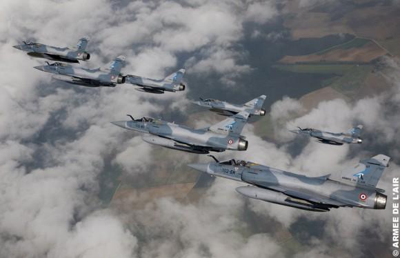 Mirage 2000-5 completa  transferência do Cicognes de Dijon a Luxeuil - foto Armee de lair