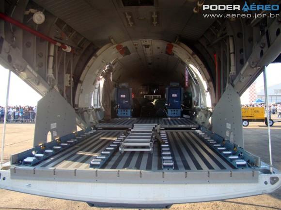 SC-105 FAB com rampa traseira aberta - Esquadrão Pelicano - Domingo Aéreo AFA 2011 - foto 6 Nunão Poder Aéreo
