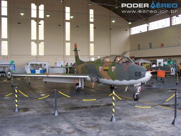 AT-26 4509 do antigo GEEV em São José dos Campos em outubro de 2005 - foto Nunão - Poder Aéreo
