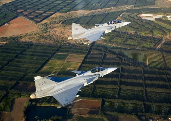 caças Gripen da SAAF - foto F Dely - Saab