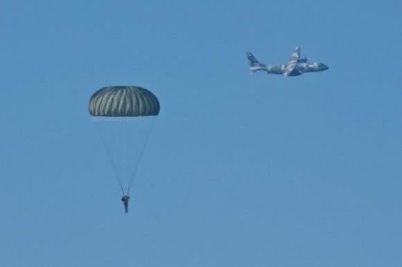 C-105 operacao saci - paraquedista - foto FAB