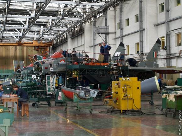 Fotos da linha de montagem dos caças MiG-29 Linha-de-montagem-MiG29K-2-580x435