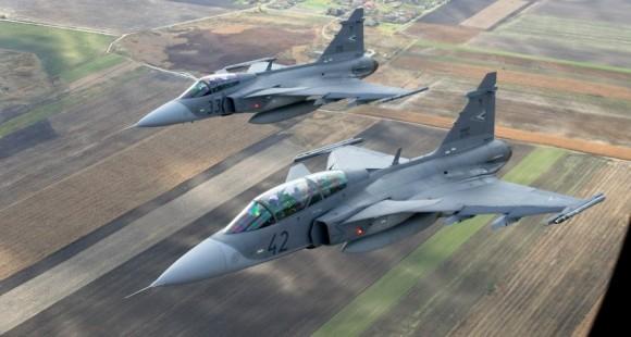 FUERZA AÉREA DE HUNGRÍA Ca%C3%A7as-Gripen-da-Hungria-foto-3-Saab-580x310