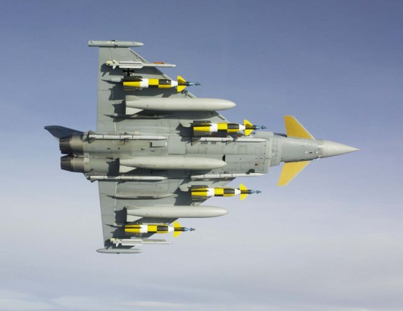 Caça Typhoon em teste de armamento - foto Eurofighter