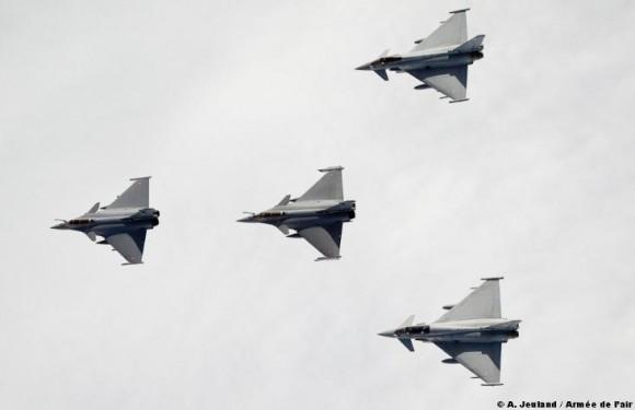 caças Typhoon e Rafale em treinamento sobre a França - foto Armeé de lair