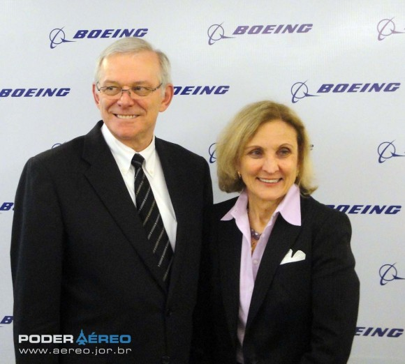 Al Bryant e Donna Hrinak - coletiva Boeing anúncio Centro de Pesquisa no Brasil - foto 4 Nunão - Poder Aéreo