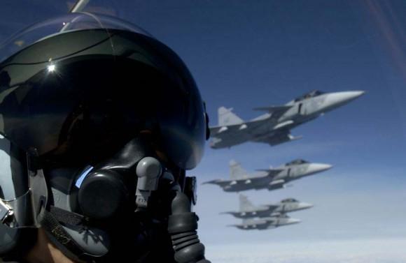 caças Gripen em formação - foto K Tokunaga - Saab