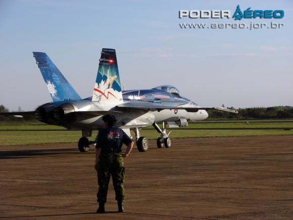CAF Hornet 781 taxianado na AFA - foto Poder Aereo - Poggio