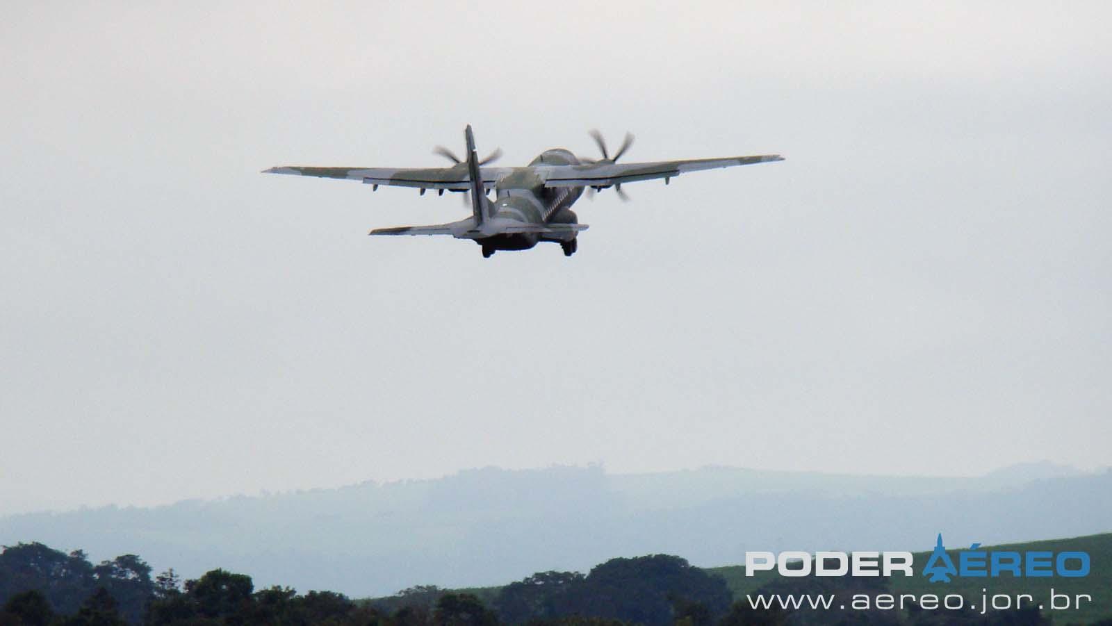 EDA 60 anos - C-105 Amazonas da FAB decolando - foto 2 Nunão - Poder Aéreo
