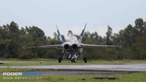 EDA 60 anos - CF-18 Hornet taxiando apresentação 1 sábado -  foto 2 Nunão - Poder Aéreo