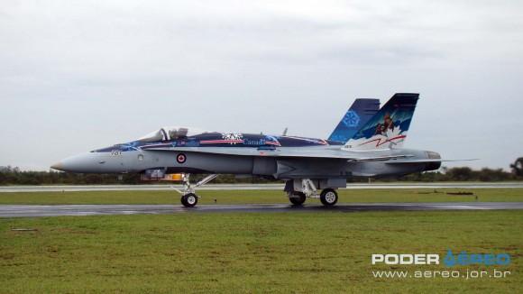 EDA 60 anos - CF-18 Hornet taxiando apresentação 1 sábado -  foto Nunão - Poder Aéreo