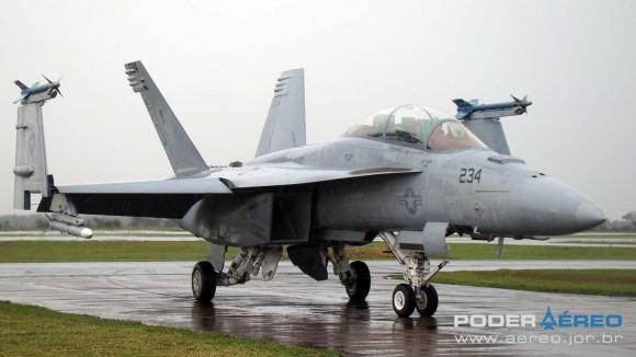 EDA 60 anos - Super Hornet da USN taxiando após apresentação sob chuva - foto 5 Nunão - Poder Aéreo