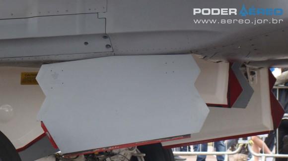 EDA 60 anos- porta facetada e recesso na fuselagem para míssil- Super Hornet em exposição estática - foto Nunão - Poder Aéreo