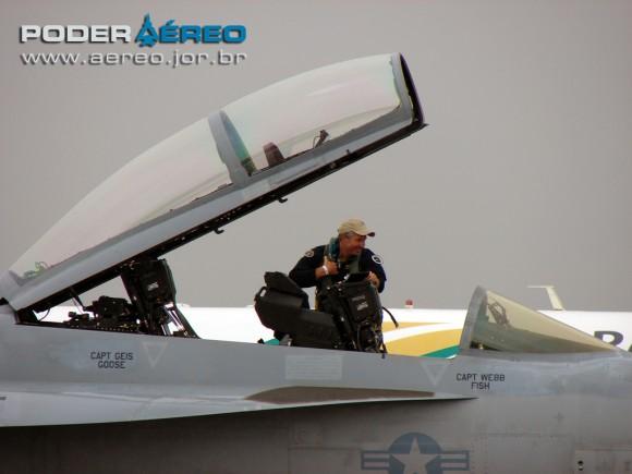 USN Super Hornet 135 na AFA em 120512 ricardo tavern 1 - foto Poder Aereo - Poggio