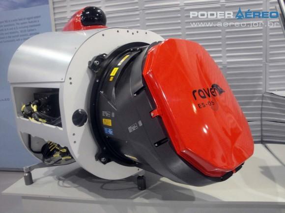 radar Raven ES-05 com Skyguard no alto - Laad 2011 - foto Nunão - Poder Aéreo