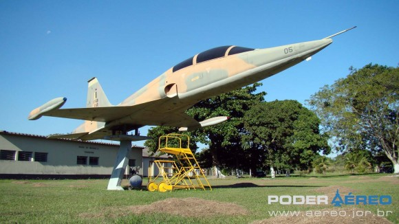 F-5B FAB 4805 na Base Aérea de Santa Cruz - foto Nunão 30 de maio de 2012 - Poder Aéreo