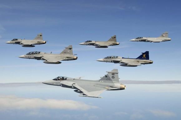 caças Gripen de seis operadores em formação - foto Jamie Hunter - Saab