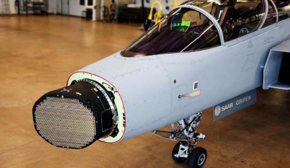 Gripen com Raven ES-05 AESA - foto SAAB