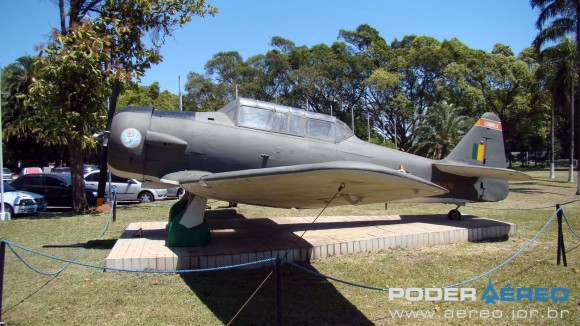 BASP Portões Abertos 2012 - T-6 nas cores do 4 ERA - foto Nunão - Poder Aéreo