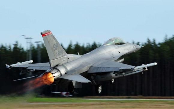 F-16 USAF no Nordic Air Meet 2012 - foto Forças Armadas Suecas
