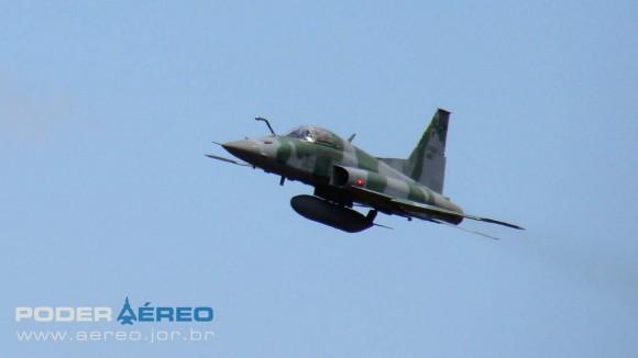 PAMA-SP 2012 - 22set - F-5EM FAB -  foto Nunão - Poder Aéreo