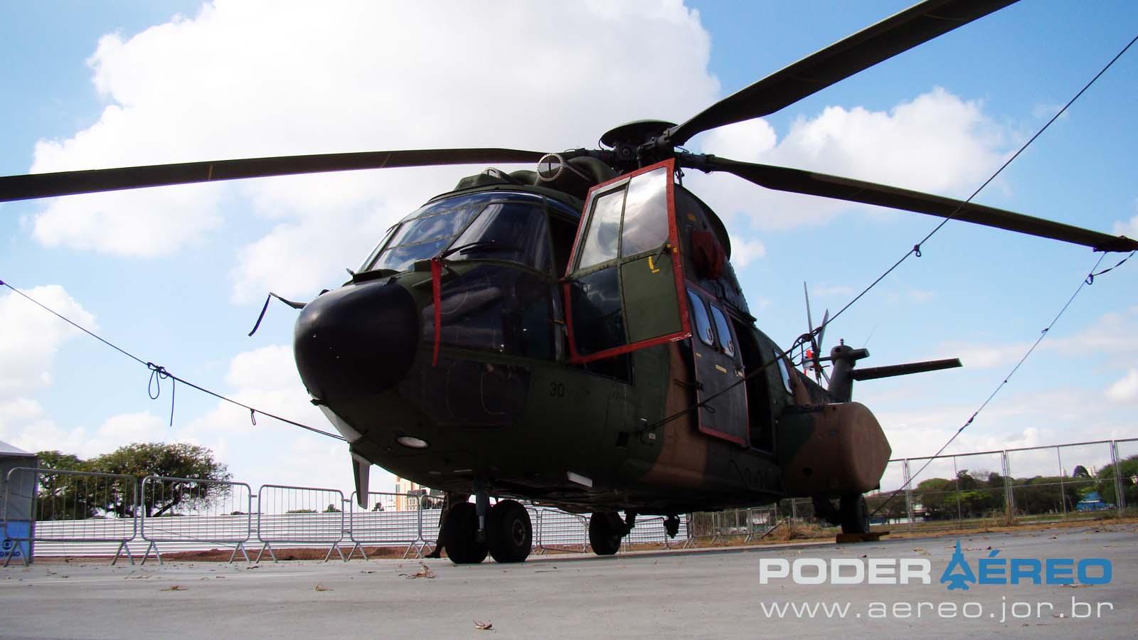 PAMA-SP 2012 - 22set - Super Puma FAB -  foto Nunão - Poder Aéreo