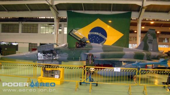 PAMA-SP 2012 - F-5EM 4856 em exposição - foto Nunão - Poder Aéreo