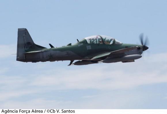 A-29 com indicação de frequência na cabine - foto FAB