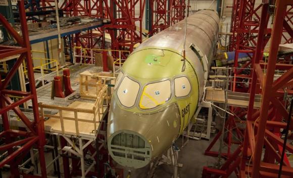 CSeries Complete Airframe Static Test (CAST) nas instações de St-Laurent em Québec - foto Bombardier