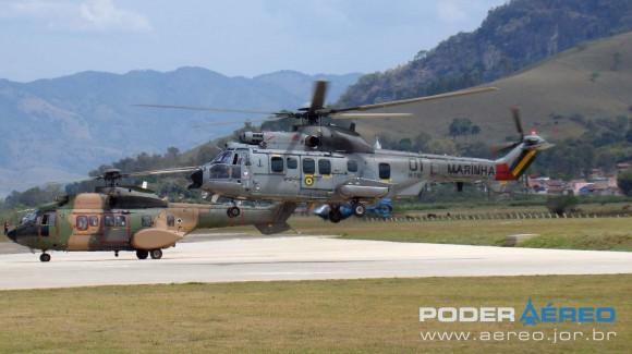 Helibras - inauguração nova fábrica 2-10-2012 - Super Cougar da MB decola com autoridades - foto Nunão - Poder Aéreo