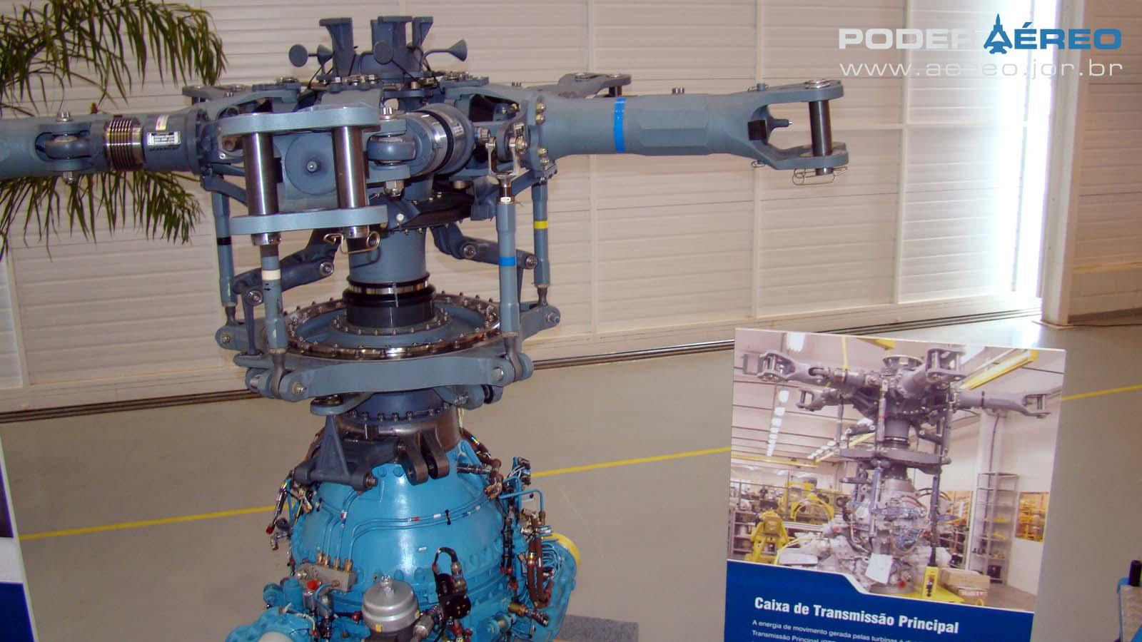 Helibras - inauguração nova fábrica 2-10-2012 - caixa de transmissão - foto Nunão - Poder Aéreo
