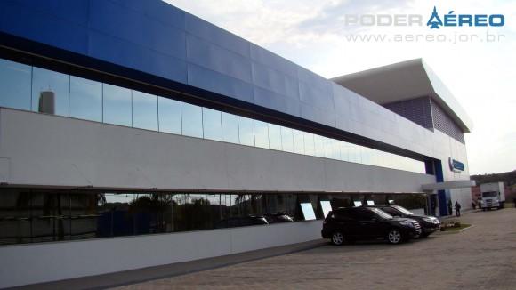 Helibras - inauguração nova fábrica 2-10-2012 - vista externa novo Galpão - foto Nunão - Poder Aéreo