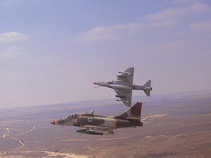 http://www.aereo.jor.br/wp-content/uploads//2012/11/AIR_A-4N_Skyhawks_Israeli_lg.jpg