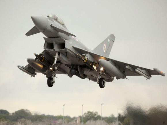 Typhoon com bombas guiadas e pod Litening