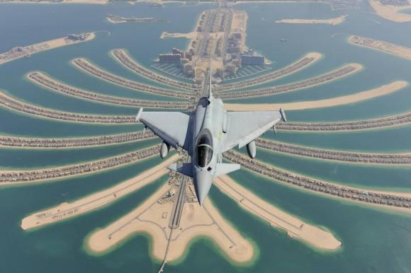 Typhoon sobrevoando Emirados - foto Eurofighter