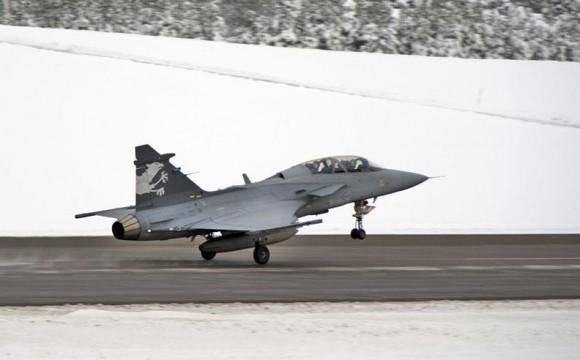Gripen F demonstrador em voo de testes - foto Depto Def Suíça