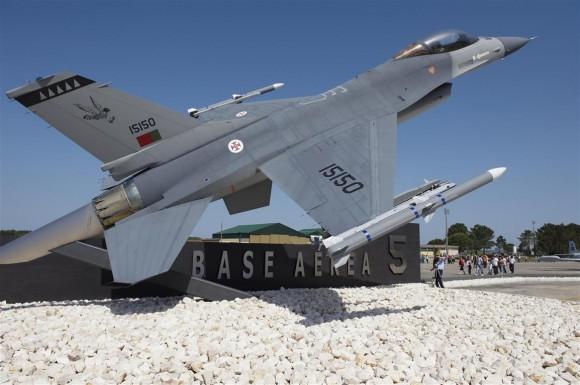 F-16 FAP espetado na Base Aérea 5 - foto Força Aérea Portuguesa