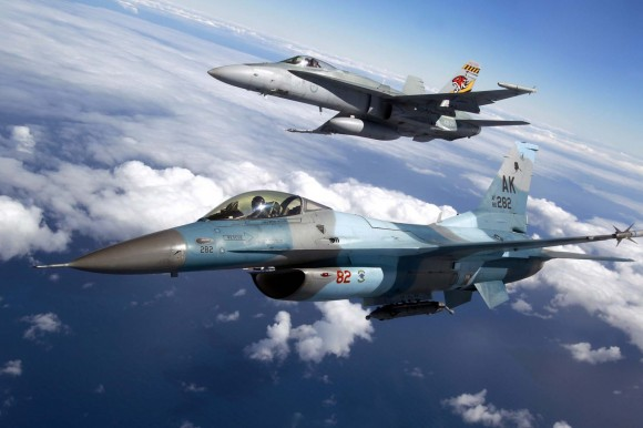 F-18 Hornet RAAF e F-16 Aggressor USAF - foto 4 MD Australia