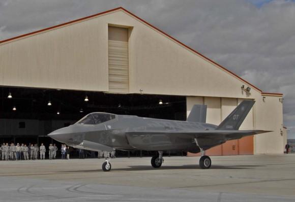 F-35 em Edwards para início da fase de testes operacionais - foto USAF