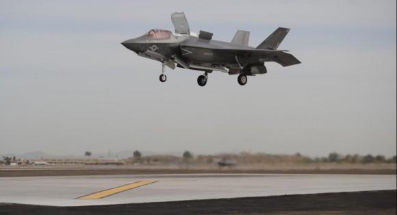 F-35B pousa em Yuma em 21 de março de 2013 - foto USMC