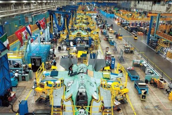 Linha de montagem do F-35 em Forth Worth - foto via The Korea Herald