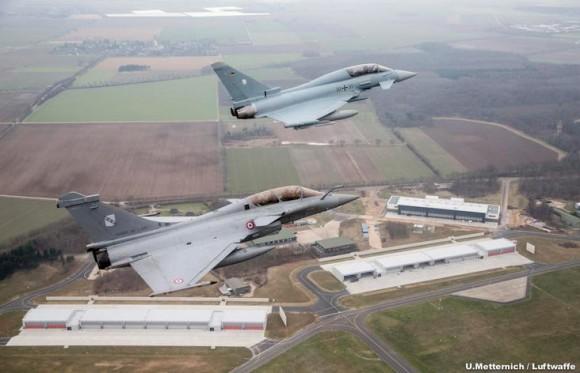 Rafale e Typhoon em patrulha conjunta - foto Luftwaffe via Força Aérea Francesa