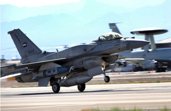F-16 Desert Falcon dos Emirados em Nellis durante Red Flag - foto USAF