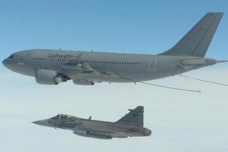 Gripen tcheco em REVO com A310 MRTT alemão - foto MD República Tcheca