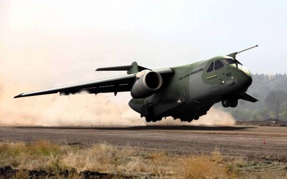 KC-390 em pista semipreparada - ilustração Embraer