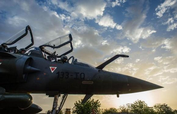 Operação Serval - Mirage 2000 D em preparativos para voltar à França - foto Min Def Francês