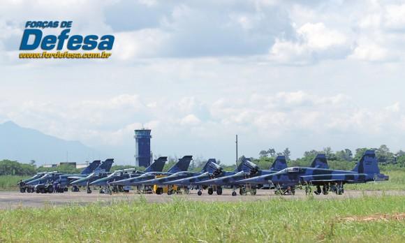 dia da aviacao de caca 2013 - desarmando os A-1 e os F-5 - foto 8 poggio